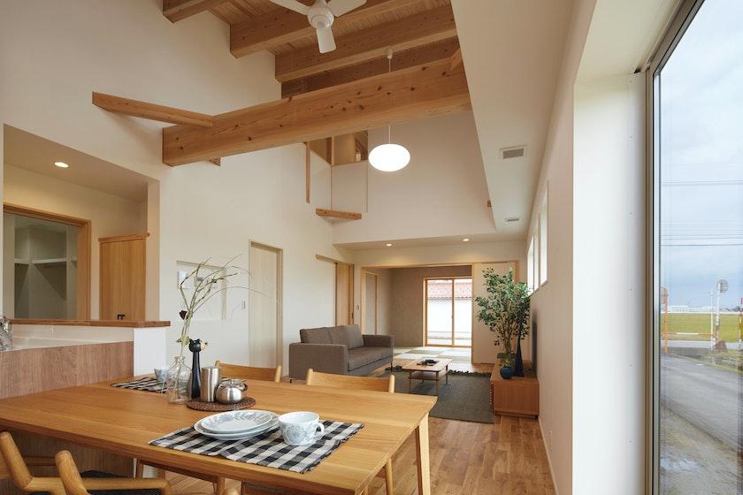 【富山】鷹栖建工株式会社_ 大きな吹き抜け、なのに快適温度で暮らしやすい